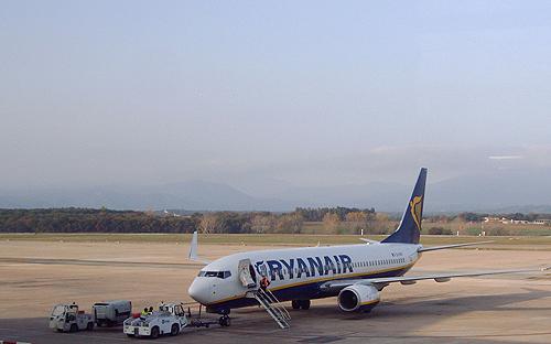 Aeronave de Ryanair embarcando